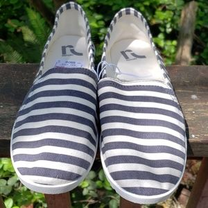 Report slip on canvas shoes